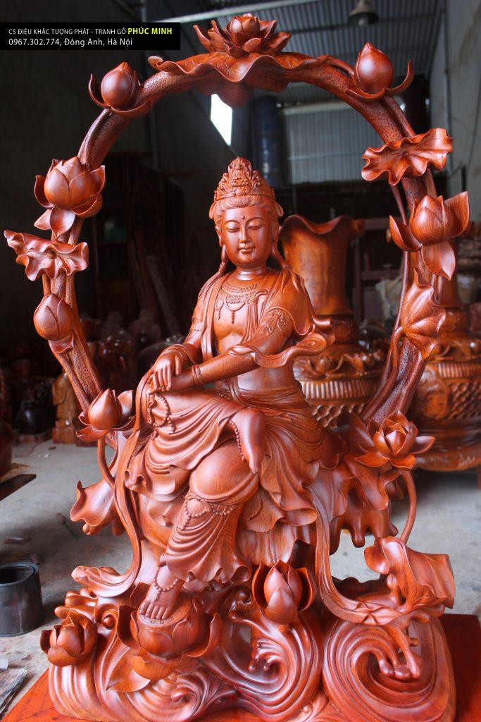 Tôn tượng Quán âm ngự Liên hoa phiên bản thờ, kiểu tượng nghệ thuật cao 1 mét, gỗ Hương được Sư thầy tại Vancouver, Canada thỉnh về trưng bày tại chùa.